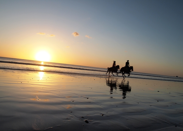 Sunset ride on the beach.  (Photo credit:  Rancho Chilamate)