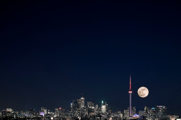 Super Toronto's Supermoon. (Photo credit: R. Gottardo)